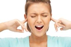 Mulher com os dedos nas orelhas Fotografia de Stock Royalty Free