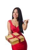 A mulher com os giftboxes isolados no branco imagens de stock