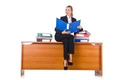 A mulher com os lotes do documento isolados no branco Fotografia de Stock