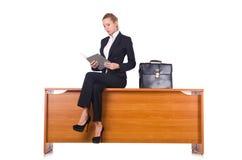 A mulher com os lotes do documento isolados no branco Fotos de Stock Royalty Free