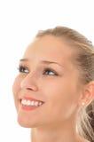 Mulher com os olhos azuis que olham no céu Imagens de Stock Royalty Free