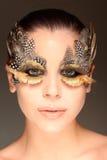 Mulher com os olhos de um pássaro imagens de stock royalty free