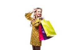 Mulher com os sacos da cor isolados no fundo branco Imagens de Stock Royalty Free