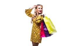 Mulher com os sacos da cor isolados no fundo branco Fotos de Stock Royalty Free