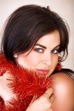 Mulher com ouropel vermelho foto de stock