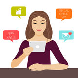 Mulher com PC da tabuleta ilustração royalty free