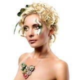 Mulher com penteado da fôrma Foto de Stock Royalty Free