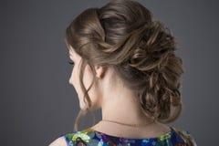 Mulher com penteado da noite Fotos de Stock Royalty Free