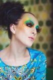 Mulher com penteado e composição da fôrma Imagens de Stock Royalty Free