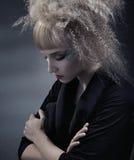 Mulher com penteado moderno fotografia de stock