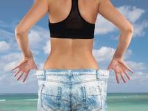 Mulher com perda de peso grande das calças de brim Imagem de Stock Royalty Free