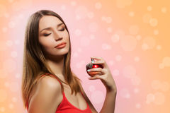 Mulher com perfume fotos de stock