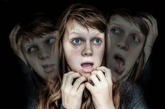 A mulher com personalidade rachada sofre da esquizofrenia Fotografia de Stock