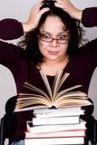 Mulher com a pilha de livros foto de stock