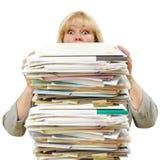 Mulher com a pilha de papéis Fotos de Stock Royalty Free