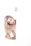 Mulher com placa branca Fotos de Stock Royalty Free