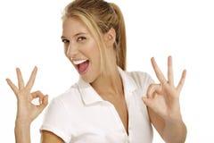 Mulher com polegares acima imagem de stock royalty free
