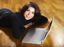Mulher com portátil Imagem de Stock