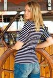 Mulher com a roda do navio de madeira Fotografia de Stock Royalty Free