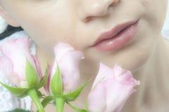 Mulher com rosas fotos de stock