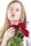 Mulher com roses.GN vermelho fotografia de stock