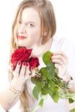 Mulher com roses.GN vermelho foto de stock