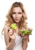 Mulher com salada imagens de stock royalty free