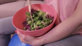 Mulher com saudável, alimento do vegetariano filme