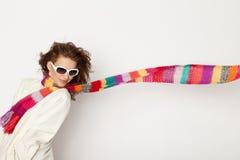 Mulher com scarves coloridos Fotos de Stock Royalty Free