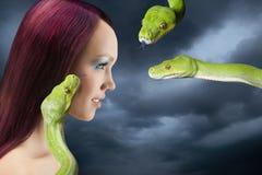 Mulher com serpentes Fotografia de Stock Royalty Free