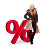 Mulher com sinal dos sacos de compras e de por cento Foto de Stock Royalty Free