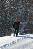 Mulher com snowshoes Fotos de Stock Royalty Free