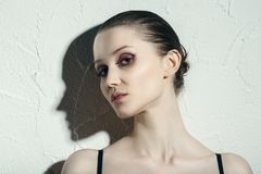 Mulher com sombra imagens de stock