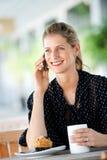 Mulher com telefone Fotografia de Stock Royalty Free