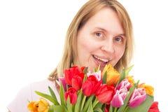 Mulher com tulipas imagens de stock