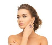 Mulher com um anel do cocktail Imagens de Stock