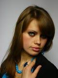 Mulher com um azul brilhante Fotos de Stock Royalty Free