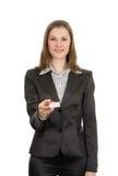 Mulher com um cartão. Isolado no branco Foto de Stock Royalty Free