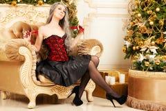 Mulher com um chicote imagem de stock royalty free