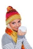 Mulher com um frio e um lenço Imagens de Stock Royalty Free