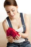 Mulher com um presente fotografia de stock royalty free