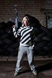 Mulher com um riffle Fotos de Stock Royalty Free