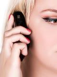 Mulher com um telefone Fotografia de Stock