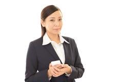 Mulher com um telefone esperto Imagens de Stock Royalty Free