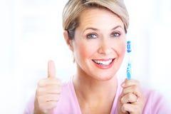 Mulher com um toothbrush Foto de Stock Royalty Free