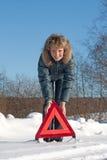 Mulher com um triângulo de advertência Fotos de Stock