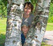 Mulher com uma criança Fotos de Stock Royalty Free