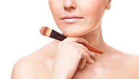 Mulher com uma escova Fotografia de Stock Royalty Free