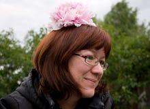 Mulher com uma flor Imagem de Stock