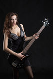 Mulher com uma guitarra na fase Foto de Stock Royalty Free